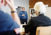 Karl Walker referiert vor den Senioren im Mehrzweckraum Eu. (Bild: Stefan Kaiser (Menzingen, 27. September 2018))