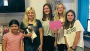 Die Leiterin Michaela Bily und ihre Mädchen. (Bild: pd)