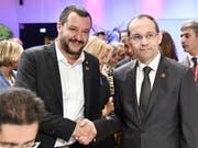 Gemeinsame Sache: Matteo Salvini, Italiens Innenminister und Hichem Fourati Tunesiens Innenminister, trafen sich bereits im Rahmen einer Konferenz zu Sicherheit und Migration am 14. September in Wien (Bild: KEYSTONE/APA/APA/HANS PUNZ)