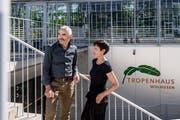 Sind seit Tag 1 beim Tropenhaus Wolhusen mit dabei: Geschäftsführer Pius Marti und Restaurationsfachfrau Monika Leuenberger. (Bild: Nadia Schärli, Wolhusen, 27. September 2018)