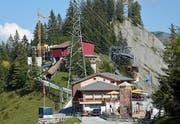Bergstation mit Restaurant, im Hintergrund die Baustelle.