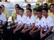 Die im Sommer aus einer Höhle gerettete thailändische Junioren-Fussballmannschaft reist nach Argentinien zu den Olympischen Jugend-Sommerspielen. (Bild: KEYSTONE/EPA/PONGMANAT TASIRI)