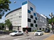 Der Widerstand gegen den Teilumzug des SRG-Radiostudios von Bern nach Zürich geht weiter: Mehrere Parteipräsidenten aus dem ganzen politischen Spektrum wollen die Standortvielfalt im Gesetz verankern. (Bild: KEYSTONE/PETER SCHNEIDER)