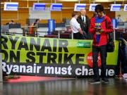 Die Ryanair-Piloten drohen dem irischen Billigflieger mit einem anhaltenden Arbeitskampf. (Bild: KEYSTONE/EPA/OLIVIER HOSLET)
