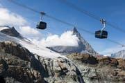 Die Gondeln mit Blick auf das Matterhorn. (Bild: Dominic Steinmann / Keystone (Zermatt, 29. September 2018))