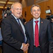 Die Bundesräte Johann Schneider-Ammann (links) und Ignazio Cassis an der DV der FDP (Bild: Georgios Kefalas / Keystone (Pratteln, 29. September 2018))