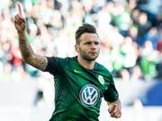 Renato Steffen lässt sich für seinen ersten Saisontreffer feiern (Bild: KEYSTONE/dpa/SWEN PFOERTNER)