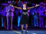 Mireille Mathieu ist für ihr «phänomenales musikalisches Talent» gewürdigt worden. (Bild: KEYSTONE/EPA/SERGEI ILNITSKY)