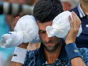 Novak Djokovic hatte nicht nur mit Gegner João Sousa, sondern auch mit der Hitze zu kämpfen (Bild: KEYSTONE/AP/CAROLYN KASTER)