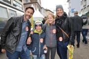 Diese Familie outete sich mit ihren Klebern als Herbstmarkt-Fan.