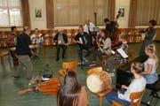 Das Ziel ist die Freude am gemeinsamen Musizieren: Volksmusikkurs im Haus der Volksmusik. (Bild: Sepp Odermatt. Stans, 29. September 2018)
