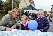 Das erste – und wohl auch einzige – Fischingerstrassenfest war nicht zuletzt wegen der Verkehrsumleitung ein Anlass für die ganze Familie. (Bild: Christoph Heer)