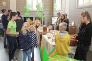 An der «Tischmesse» stellten die Spielgruppen und Kitas aus dem Kanton Uri ihre vielfältigen Angebote vor. (Bild: Paul Gwerder (Altdorf, 29. September 2018))