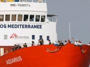 58 Migranten an Bord eines Flüchtlingsschiffs befinden, sollen am Sonntag in Malta an Land gehen können. (Bild: KEYSTONE/EPA/GUILLAUME HORCAJUELO)
