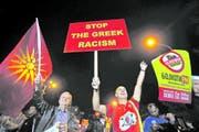 Gegner der Volksabstimmung feiern in Skopje. (Bild: Thanassis Stavrakis/AP (Skopje, 30. September 2018))