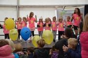Unterhaltung auf der Herbstmarkt-Bühne mit Zumba Kids Dance.