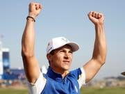 Der Däne Thorbjörn Olesen feiert seinen Sieg gegen den favorisierten US-Golfer Jordan Spieth (Bild: KEYSTONE/EPA/IAN LANGSDON)