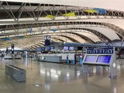 Menschenleer: Der internationale Flughafen Kansai bei Osaka wurde wegen des Taifuns geschlossen. (Bild: KEYSTONE/EPA JIJI PRESS)