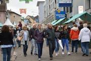 Weniger als am Freitag, aber dennoch viel Publikum zeigte sich am Samstag am Uzwiler Herbstmarkt. (Bilder: Zita Meienhofer)