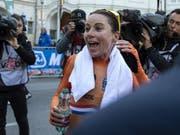 Da konnte sie noch lachen: Zeitfahr-Weltmeisterin Annemiek van Vleuten brach sich im Strassenrennen die Kniescheibe - und fuhr dennoch in den 7. Rang (Bild: KEYSTONE/APA/APA/EXPA/REINHARD EISENBAUER)