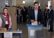 KDP-Regierungschef Nechirvan Barsani bei seiner Stimmabgabe in Erbil. (Bild: EPA/Gailan Haji (30. September 2018))