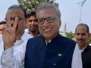 Der 69-jährige Arif Alvi ist neuer Präsident von Pakistan. (Bild: KEYSTONE/AP/ANJUM NAVEED)