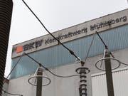 Dank des Dienstleistungsgeschäfts konnte der Stromkonzern BKW in der ersten Jahreshälfte seinen Umsatz trotz tieferer Strompreise steigern. Der Gewinn dagegen stieg nur wegen eines Einmaleffekts. (Bild: KEYSTONE/GAETAN BALLY)