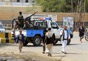 Huthi-Milizen sichern eine religiöse Zeremonie in den Strassen Sanaas. (Bild: Yahya Arhab/EPA; 29. August 2018)