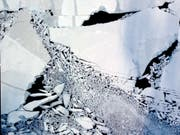 Die Luftaufnahme aus 300 Metern Höhe zeigt einjähriges Meereis in der Arktis, das unter Einfluss starker Winde aufgebrochen ist. (Bild: Konrad Steffen WSL/ETH)