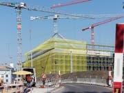 Der Boom auf dem Bau ist vorbei: Die Umsätze im Baugewerbe sind im ersten Halbjahr um 1,1 Prozent gesunken. (Bild: KEYSTONE/CHRISTIAN BEUTLER)