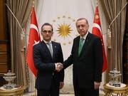 Nach monatelangem Streit wollen sich Deutschland und die Türkei wieder annähern. Am Mittwoch traf der deutsche Aussenminister Heiko Maas (links) in Ankara auch den türkischen Präsidenten Recep Tayyip Erdogan. (Bild: KEYSTONE/EPA)