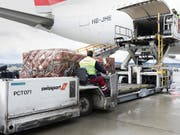 Die frühere Swissair-Tochter Swissport hat im ersten Halbjahr 2018 Umsatz und Betriebsgewinn gesteigert. (Bild: KEYSTONE/GAETAN BALLY)