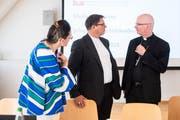 Charles Morerod, Präsident der Schweizerischen Bischofskonferenz (rechts) bespricht sich mit Vizepräsident Felix Gmür (Bild: Ennio Leanza / Keystone (St. Gallen, 5. September 2018))