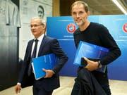 UEFA-Wettbewerbsdirektor Giorgio Marchetti (links) und PSG-Trainer Thomas Tuchel am Dienstag in Nyon (Bild: KEYSTONE/SALVATORE DI NOLFI)