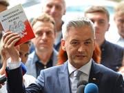 Robert Biedron startet in Polen eine politische Bewegung gegen die nationalkonservative Regierung von PiS-Chef Jaroslaw Kaczynski. (Bild: KEYSTONE/AP/ALIK KEPLICZ)