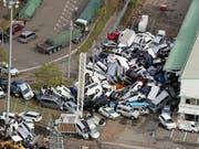 Der Taifun «Jebi» richete in Japan grosse Schäden an. Mindestens elf Menschen starben durch den Wirbelsturm. (Bild: KEYSTONE/EPA JIJI PRESS)