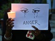 Erneut ist in Indien ein Mädchen mehrfach vergewaltigt und dann getötet worden. (Bild: KEYSTONE/AP/AIJAZ RAHI)