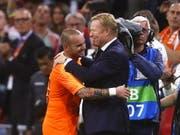 Wesley Sneijder und Elftal-Coach Ronald Koeman feiern gemeinsam (Bild: KEYSTONE/EPA ANP/STANLEY GONTHA)