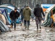 Von den französischen Behörden «Dschungel» genannt: Das wilde Flüchtlingslager bei Dünkirchen ist geräumt worden. (Bild: KEYSTONE/EPA/STEPHANIE LECOCQ)
