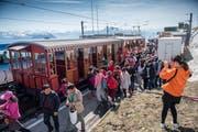 Die Schweiz hat auch im Juli zahlreiche Touristen aus dem Ausland angelockt. Auf dem Bild: Touristen auf der Rigi. (Bild: Boris Bürgisser (Vitznau, 20. April 2018))