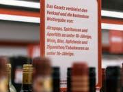 Nicht nur Minderjährige, sondern auch Schwangere sollten auf Alkohol verzichten, rät die Stiftung Sucht Schweiz. (Bild: KEYSTONE/CHRISTIAN BEUTLER)