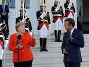 Die deutsche Kanzlerin Merkel und der französische Präsident Macron streben in der Flüchtlingspolitik Fortschritte auf EU-Ebene an. (Bild: KEYSTONE/AP/CLAUDE PARIS)