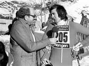 Reporter-Legende Karl Erb in den goldenen Zeiten mit Bernhard Russi (Bild: KEYSTONE/STR)