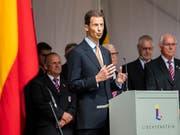 Erbprinz Alois von und zu Liechtenstein (Mitte) verteidigt in Interviews die Monarchie als Staatsform. (Bild: KEYSTONE/PATRICK HUERLIMANN)