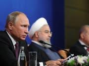 Die Präsidenten der Türkei, Russlands und des Irans konnten sich am Freitag in Teheran nicht auf eine Waffenruhe einigen. Am Samstag haben syrische und russische Streitkräfte Ortschaften in der Rebellen-Provinz unter Beschuss genommen. (Bild: KEYSTONE/EPA SPUTNIK POOL/MIKHAIL KLIMENTYEV/SPUTNIK/KREML / POO)