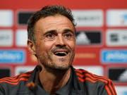Spaniens neuer Nationaltrainer Luis Enrique hat nach dem Sieg in England gut lachen (Bild: KEYSTONE/EPA/WILL OLIVER)