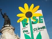 Marche pour le climat: Zehntausende gehen in Frankreich zum Klimaschutz auf die Strasse - wie hier in Paris. (Bild: KEYSTONE/EPA/CHRISTOPHE PETIT TESSON)