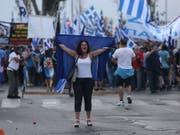 Nicht alle Griechen lassen sich von Regierungscher Tsipras beruhigen: Proteste in Thessaloniki. (Bild: KEYSTONE/AP/DIMITRIS TOSIDIS)