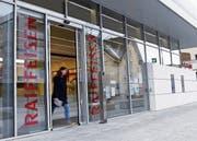 Die Tage der Raiffeisen-Bank in Oberägeri sind gezählt. (Bild: Werner Schelbert (22. März 2018))