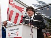 Carles Puigdemont spricht am Fest des jurassischen Volkes und bedankt sich für die Solidarität mit Katalonien. (Bild: KEYSTONE/ANTHONY ANEX)